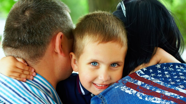 mom-dad-kid-hugging